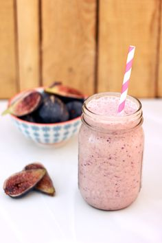 This tasty Fresh Fig & Banana Smoothie gets all it's sweetness from the fresh fruit. It's creamy, rich and beautiful. Fig Smoothie, Vegan Smoothies, Smoothie Drinks, Smoothie Recipes, Green Smoothies, Breakfast Smoothies, Eat Breakfast, Milk Shakes, Healthy Afternoon Snacks