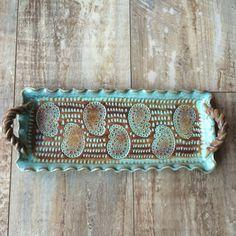 Bandeja de cerámica hecha a mano con asas
