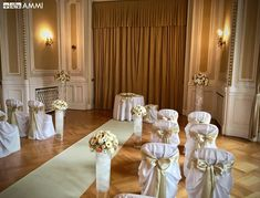 Wedding ceremony at the Mahen Theater with floral decoration from the AMMI flower studio