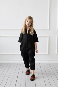 Girls linen jumpsuit/ Girls rompers/ Girls overall/ OFFON CLOTHING Handmade in our studio from linen. Dresses Kids Girl, Kids Outfits, Cute Outfits, Jumpsuits For Girls, Girls Rompers, Baby Girl Fashion, Kids Fashion, Look Fashion, Fashion Outfits
