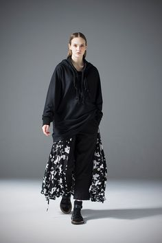2017-18 A/W 020, Felting Finish Wool Smooth Double Collar Parka RCX-T08-112, Linen Rayon Quilting Cropped Pants RCX-P04-300, Flower Print Rayon Crepe de Chine Button Down Skirt RCX-S04-500F