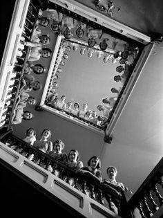 Student Nurses Lining the Railings of Stairwell at Roosevelt Hospital Lámina fotográfica
