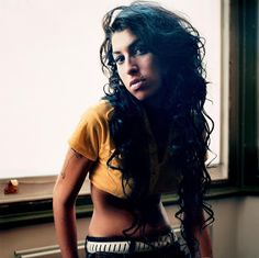Amy Winehouse, biographie photos et wallpaper de Amy Winehouse. Amy Winehouse, World Music, Camden, Besties, Divas, Et Wallpaper, Eye Photography, Rhythm And Blues, Beauty