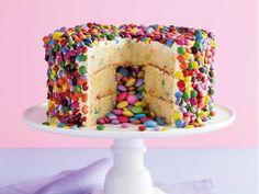 How to make a pinata cake - A pinata cake will make an impressive centre piece at any tea party - Bolo Pinata, Food Cakes, Cupcake Cakes, Piniata Cake, Smarties Cake, Skittles Cake, Cookies Receta, Rainbow Pinata, Surprise Cake