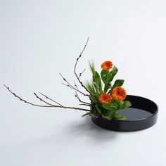 Ikebana Flower Arrangement, Ikebana Arrangements, Flower Arrangements, Arte Floral, Wedding Images, Eye Candy, Vase, Floral Designs, Flowers