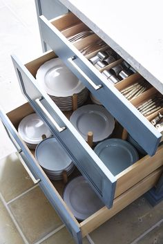 13 Best Kitchen Cabinet Drawers - Clever Ways to Organize Kitchen Drawers Kitchen Room Design, Kitchen Cabinet Design, Home Decor Kitchen, Interior Design Kitchen, Kitchen Furniture, New Kitchen, Home Kitchens, Kitchen Ideas, Kitchen Inspiration