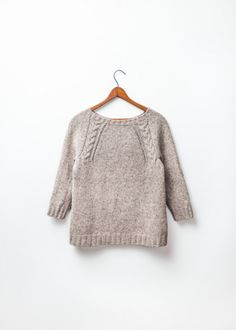 Fletching raglan pullover with cable detail