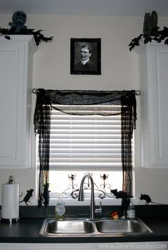 How to decorate your house this Halloween. Check out creative and spooky ideas to decorate your kitchen. Source by ideas design Halloween Kitchen Decor, Theme Halloween, Outdoor Halloween, Diy Halloween Decorations, Halloween House, Spooky Halloween, Halloween Ideas, Halloween Bedroom, Spooky Decor