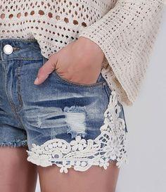 Short feminino Detalhe em renda guipir Marca  Blue Steel Tecido  jeans  Composição  100 e50a7cd33d8
