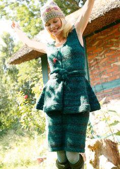Grün meliertes Kleid selber stricken mit einer Strickanleitung aus Rebecca- mein Strickmagazin und dem ggh-Garn DUETTO (50% Wolle/40% Polyacryl/10% Alpaka). Garnpaket zu Modell 35 aus Rebecca Nr. 56