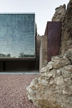 handwritten facade Visitor Centre of The Roman Theatre of Málaga by Tejedor Linares & Associates Architecture Résidentielle, Amazing Architecture, Contemporary Architecture, Le Ranch, Roman Theatre, Spanish Culture, Built Environment, Land Scape, Interior And Exterior