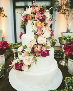 We've prepared the most trendy wedding cake styles for your inspiration. Сheck out top 10 wedding cake trends for every style, theme, and budget. Beautiful Wedding Cakes, Beautiful Cakes, Perfect Wedding, Dream Wedding, Wedding Day, Trendy Wedding, Wedding Vows, Cake Wedding, Diy Wedding