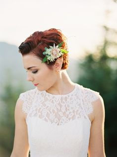 Seattle Wedding Inspiration by Sweet Pea Events at Rattlesnake Ledge #SeattleWeddingPlanner #weddinghair #shorthair