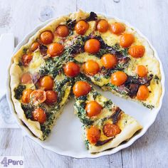 Kale, tomatoes and bacon quiche - English recipe - A quiche is delicious for lunch or as a main meal with a green salad. This quiche contains kale, tomato and bacon. Tasty and full of flavor.