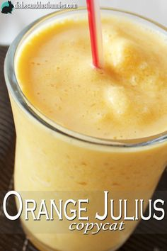 Growing up, one of my favorite summertime treats was a good ol' Orange Julius. Sipping on an orange Julius really brings back happy memories of summertime as a kid. I remember when my dad would get one Smoothie Drinks, Healthy Smoothies, Healthy Drinks, Nutrition Drinks, Healthy Eats, Orange Juice Smoothie, Healthy Recipes, Orange Creamsicle Smoothie Recipe, Creamsicle Drink