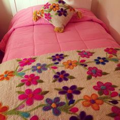 Tejidos a Telar Marie etchevers Cushion Embroidery, Embroidery Needles, Crewel Embroidery, Hand Embroidery Designs, Cross Stitch Embroidery, Purple Bedroom Decor, Designer Bed Sheets, Mexican Embroidery, Crochet Leaves