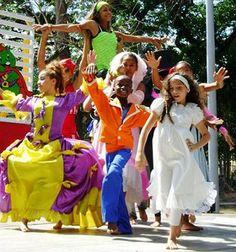 """La compañía de teatro y danza infanto-juvenil La Andariega realizó una exitosa gira por Europa, afirmó aquí Luis Orlando Antúnez, """"Bambino"""", director artístico y general de la agrupación, quien recientemente mereció el premio Los Zapaticos de Rosa, que otorga la Organización de Pioneros José Martí"""