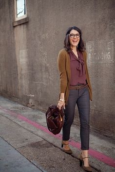 Glamrous fashion: Cute street style with cardigan and rounded pumps
