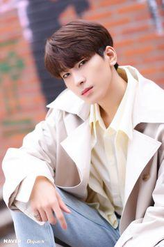 Wonwoo - V Low Tone Show special filming Naver x Dispatch Woozi, Jeonghan, Vernon, Seventeen Wonwoo, Seventeen Debut, Hip Hop, K Pop, Banda Kpop, Rapper