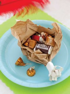 Brown Bag Drumsticks And for dessert (or perhaps alongside another dessert) is a treat-filled surprise waiting to be opened. At this rate, the kids may have to fend off the grown-ups for these prized spots at their own Thanksgiving dinner table.