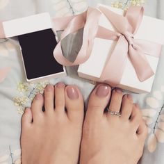 I think this is how it works!!! #pandora #gifts #dailygirl #ring #pandoraring #prettyteo #feet #nailpainting