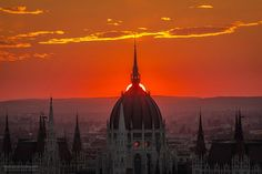 Radiant Photos of Sunrises and Sunsets Over Budapest's Skyline - My Modern Met