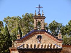 entrada principal. Castillo de La Monclova. Se la conoce también con el nombre de Castillo de los Duques del Infantado, se encuentr...