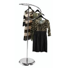 Retail Clothing Racks, Clothing Store Displays, Clothing Storage, Garment Racks, How To Attract Customers, Color Chrome, Unique, Showroom, Highlight