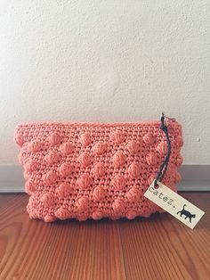 Pinky bubble crochet clutch