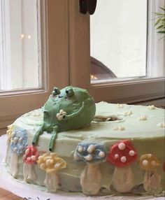 Pretty Birthday Cakes, Pretty Cakes, Cute Cakes, Sweet Cakes, Mushroom Cake, Frog Cakes, Cute Frogs, Cute Desserts, Oui Oui