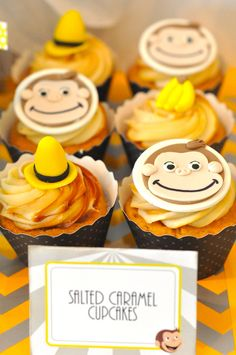 A modern and chic Curious George birthday party {Dessert table} - Birthday Party Desserts, Cupcake Party, Birthday Cupcakes, 2nd Birthday Parties, Birthday Fun, Cupcake Cakes, Birthday Ideas, Birthday Book, Curious George Cupcakes