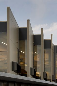 Gallery of Helensvale Branch Library and CCYC / Complete Urban + lahznimmo architects - 5