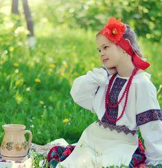 Traditional Ukrainian dress and a picnic! || #LittlePassports #Ukraine for #kids