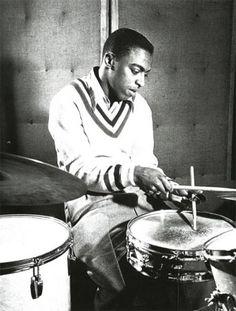 Roy Haynes nació de 1925 en Boston, Massachusetts. Es uno de los más notables bateristas de jazz de todos los tiempos. Tocó con  Lester Young, Charlie Parker(1949-1952), Bud Powell, Stan Getz, Sarah Vaughan (1953-1958), Thelonious Monk, Lennie Tristano y Miles Davis.  Eric Dolphy, John Coltrane,  Stan Getz , Gary Burton,   Chick Corea, Pat Metheny, Dizzy Gillespie, Art Pepper,Gerry Mulligan entre otros.