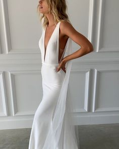 Our Riley dress is what dreams are made of. She comes in the most gorgeous luxurious thick crepe with a deep plunging neckline. Her fit makes you feel like a total goddess.