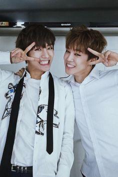 Images and videos of BTS jimin V Taehyung, Bts Vmin, Jimin Jungkook, Bts Bangtan Boy, Seokjin, Kim Namjoon, Jung Hoseok, Billboard Music Awards, Yoonmin