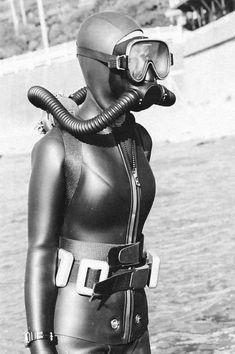 Image Scuba Wetsuit, Diving Wetsuits, Diving Suit, Scuba Diving Gear, David Beckham Suit, Technical Diving, Rubber Dress, Latex Babe, Scuba Girl