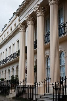 Chester Terrace, London - The price of a home in this area of London can run to pounds! London House, London Townhouse, World Cities, London Calling, Architecture Details, London England, Beautiful World, Great Britain, Terrace