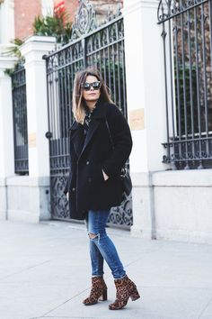 Throwing a party outfit can be tricky during the winter. Look sexy with these party winter outfit ideas that won't freeze you off! Club Outfits, Casual Outfits, Fashion Outfits, Fall Winter Outfits, Autumn Winter Fashion, Leopard Ankle Boots, E Biker, Moda Formal, Looks Jeans