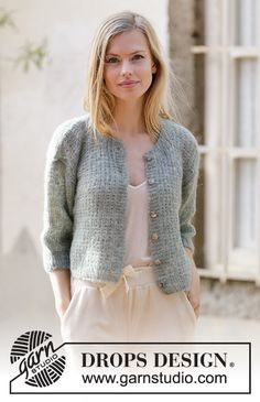 City Streets - Knitted jacket in DROPS Brushed Alpaca Silk. The piece is worked with textured pattern and short sleeves. - Free pattern by DROPS Design Knitting Patterns Free, Knit Patterns, Free Knitting, Free Pattern, Finger Knitting, Knitting Machine, Knitting Designs, Drops Design, Cropped Cardigan