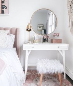 15 Cool Bedroom Vanity Design Ideas - Page 5 of 15 - Bedroom Design Small Bedroom Vanity, Mirror Bedroom, Small Vanity Table, Bedroom Makeup Vanity, Small White Bedrooms, Vanity Bathroom, Diy Vanity Table, White Vanity Desk, Small White Desk
