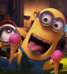 minion with 2 pink ice cream cones - Despicable Me 2 movie Cute Minions, Minions Despicable Me, Funny Minion, Minions 2014, Minion Mayhem, Bee Do, Minion Pictures, Minions Quotes, At Least