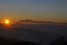 Zachód słońca nad Tatrami. Widok z Leśnictwa Runek. #BacówkanadWierchomlą