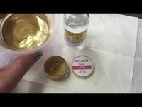 How To Make Edible Gold Paint For Splatter Effect - rose spirit (isopropyl) and straight Rolkem lustre dust Gold Leaf Cakes, Edible Gold Leaf, Gold Cake, Chocolate Dorado, Chocolate Gold, Edible Luster Dust, Gold Luster Dust, Cake Decorating Techniques, Cake Decorating Tutorials