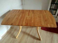 Verkaufe gut erhaltenen Natur Holz Tisch .Länge: 1,09Breite: 0,79Höhe:0,74Ausgezogen : 1,36