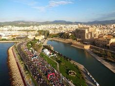 RunnersWeb Athletics: Palma de Mallorca Marathon 2016 kicks off! Sandstone Color, Mediterranean Sea, Old Town, Marathon, Cathedral, Scenery, Kicks, River, Sport