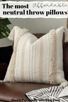 50 of the best farmhouse pillows and throw pillow covers for cheap. 50 of the best farmhouse pillows and throw pillow covers for cheap. If you are looking to decorate Diy Throw Pillows, Throw Pillow Covers, Cheap Pillows, Neutral Pillows, White Pillows, Farmhouse Kitchen Island, Kitchen Islands, Farmhouse Light Fixtures, Farmhouse Lighting