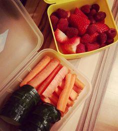 Guten morgen uiiii ganz schön kalt draußen Aber mit nem heißen Kaffee in der Hand lässt es sich ertragen  So bin dann mal arbeiten wat muss dass muss... Für zwischendurch gibt es gesunde Snacks... Habt ein schönen Samstag ihr lieben  #healthyfood #gesundessen #gesund #abnehmen #eatclean #lowcarb #feelgood #manschmecktdasgut #tastesgood #lecker #fitindenwinter #fitforwinter #obst #fruits #vitamine #gemüsesticks #gesundesnacks #endlichsamstag #morgenhabichauchfrei by stephiemarzok