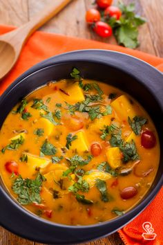 Moqueca de palmito e banana - Recipes - Vegetable Recipes, Vegetarian Recipes, Healthy Recipes, I Love Food, Good Food, Slow Cooker Recipes, Cooking Recipes, Food Wishes, Food Porn