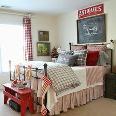 Savvy Southern Style: Farmhouse Guest Room Christmas decor bedroom red Farmhouse Style Guestroom for Christmas Winter Bedroom, Christmas Bedroom, Bedroom Red, Home Bedroom, Bedroom Decor, Bedroom Ideas, Winter Bedding, Budget Bedroom, Pretty Bedroom